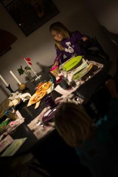 Ungerne har pyntet bordet til fin fest